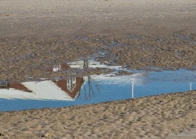 Zee & Zo is er onderste boven van op het strand van Petten.