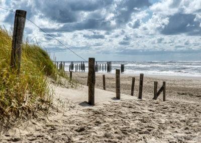 Het strand van Petten met het Palendorp